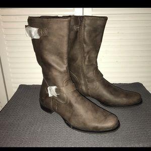 Easy Spirit Fillana Medium Brown Boots